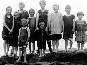 wall-naiman-klazkin-1918-ocean-beach-jhssd